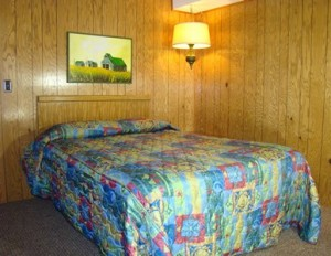 1 bedroom Chalet bedroom with queen sized bed s