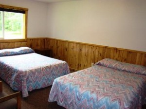 bedroom wuth 2 beds